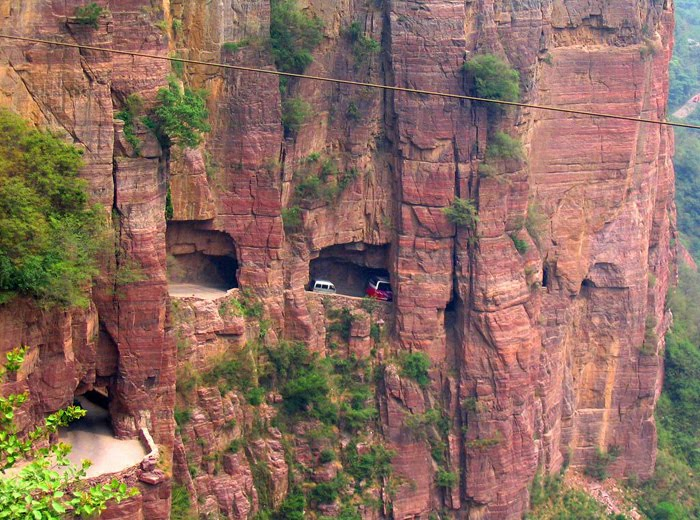 guoliang-tunnel-dangerous-roads-in-the-world-domain-authority-checking-tool