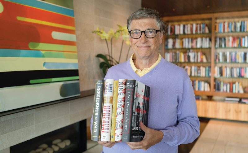 bill-gates-reading-books-library