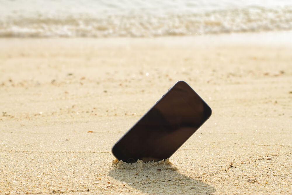 android-smartphone-under-sun