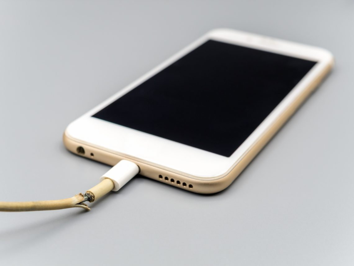 reapir-iphone-usb-broken-cable-is-it-possible-advisable