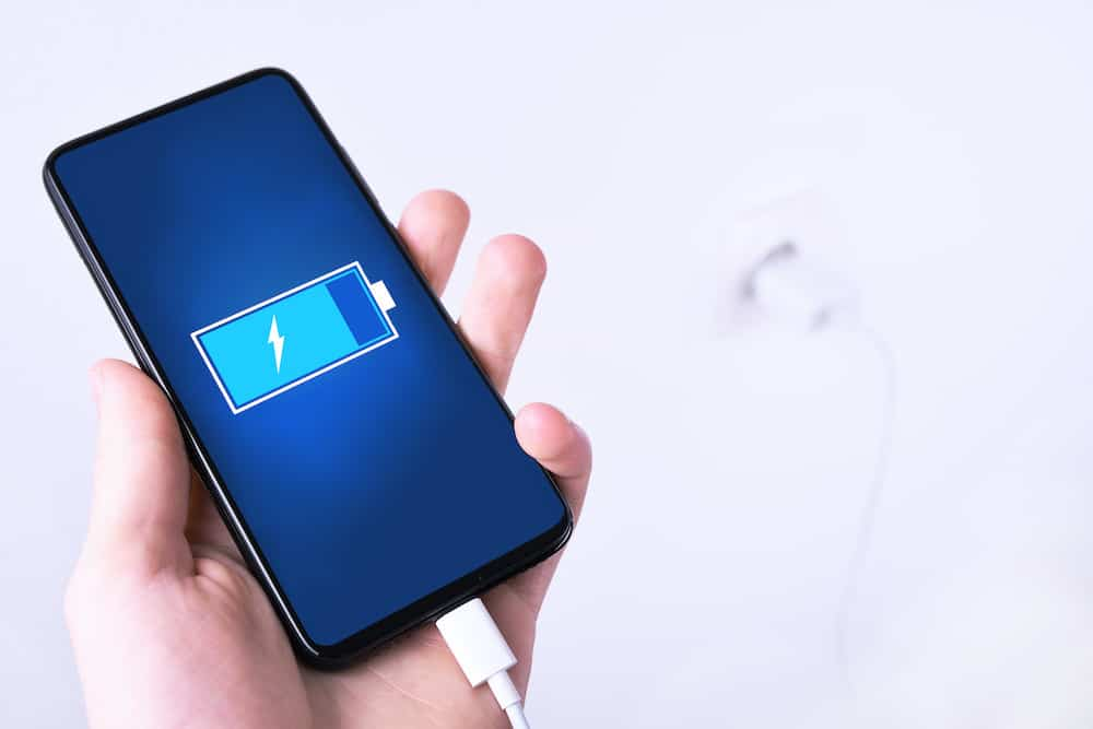 charge a mobile phone quickly